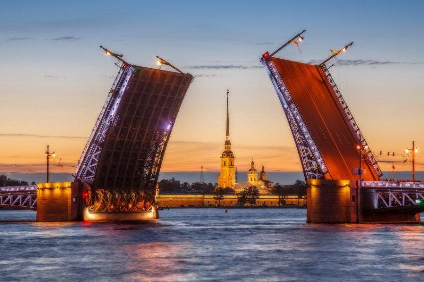 Лена Миро назвала туристов, приезжающих в Санкт-Петербург, презренными лицемерами