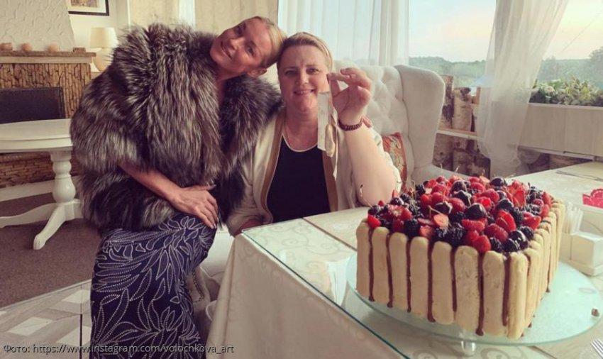 Анастасия Волочкова прервала свою диету ради большого торта