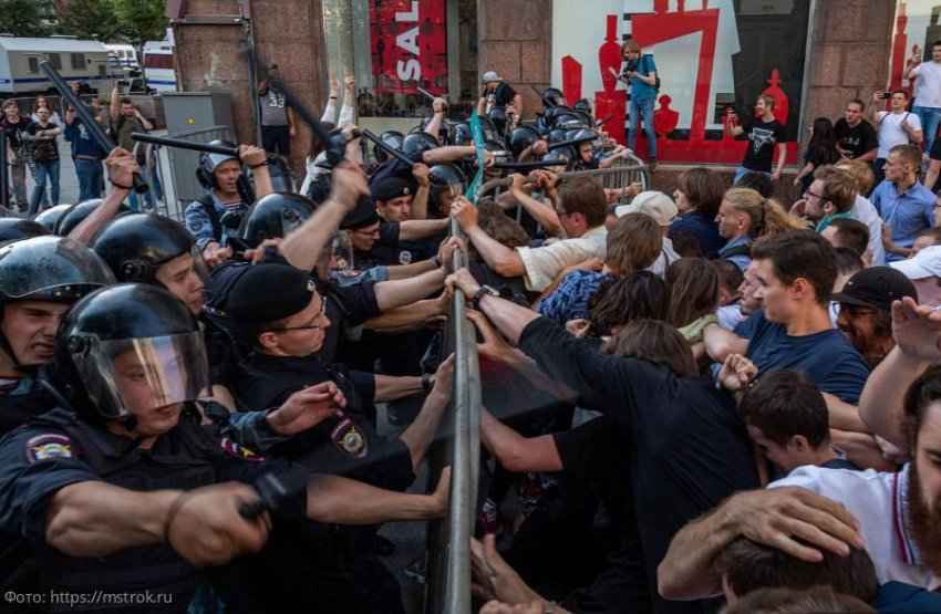 В Москве 27 июля на несанкционированной акции задержали более тысячи человек