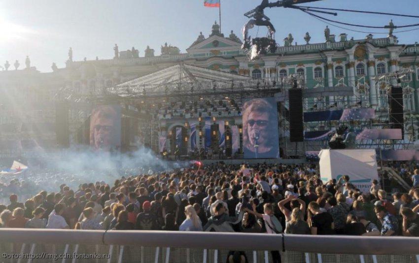 На праздновании дня Военно-морского флота в Санкт-Петербурге произошла драка моряков