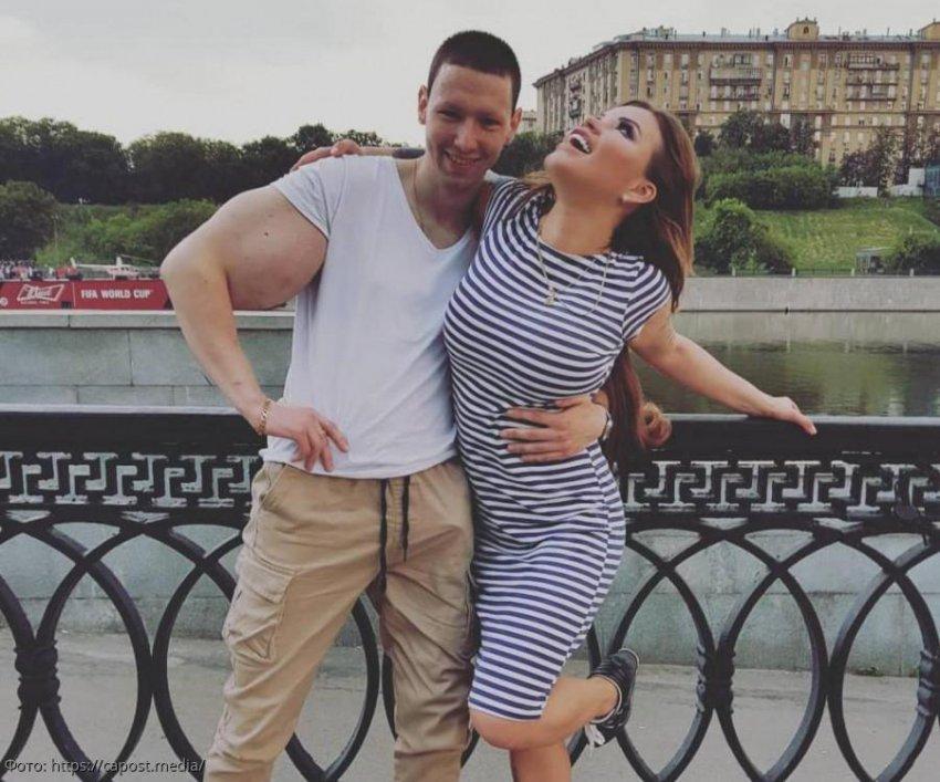 Олеся Малибу заявила, что Кирилл «Руки-базуки» обманным путем собирает с людей деньги