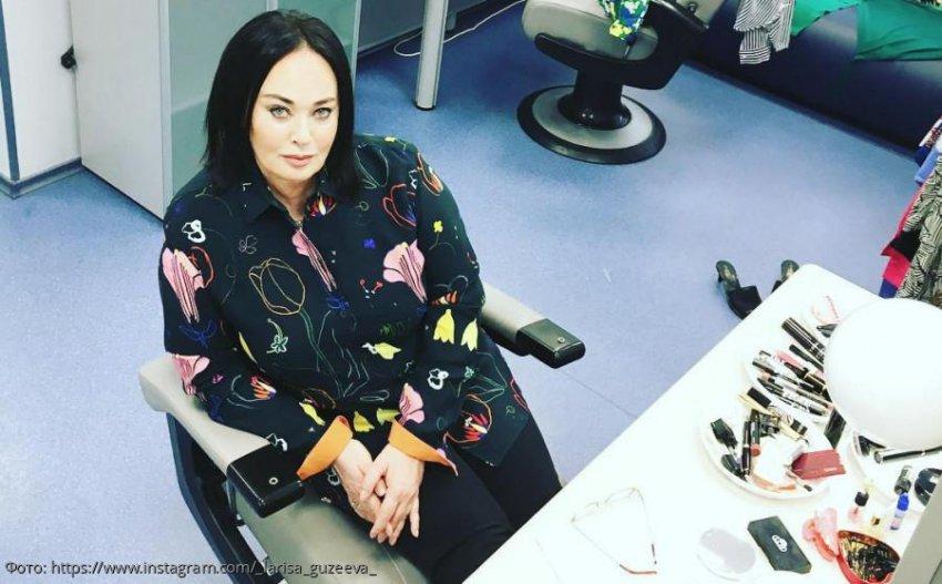 Поклонники Гузеевой предложили отправить ее на «Модный приговор» из-за странных нарядов