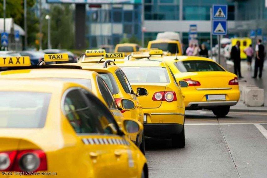 «За» и «против» приобретения личного автомобиля и услуг такси