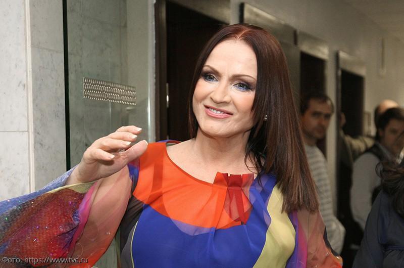 София Ротару вынуждена петь под фонограмму из-за затяжного туберкулёза и тяжёлой астмы