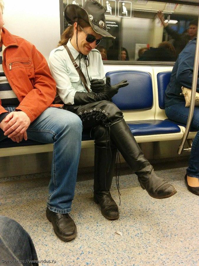 10 фотографий людей из вагона метро, которые смогли поднять настроение окружающим
