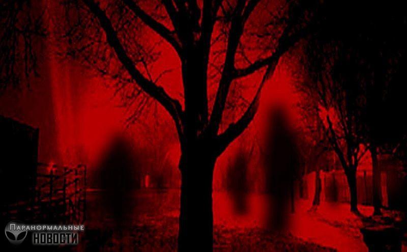 Странное существо в красной одежде преследует фотографа в разных местах | Мистика | Паранормальные новости