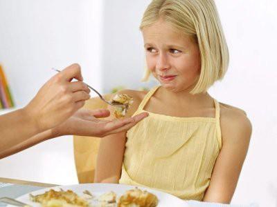 Диетологи рассказали, почему нельзя заставлять детей «доедать» пищу