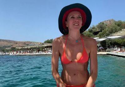 50-летняя Светлана Бондарчук устроила зажигательные танцы в Турции