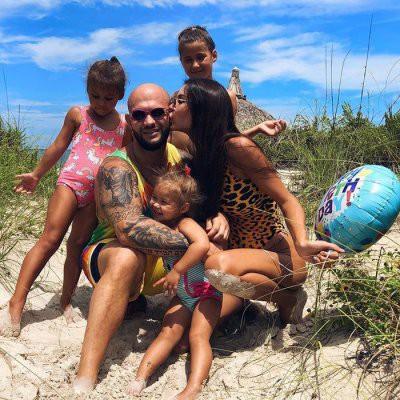 Оксана Самойлова призналась, что ей сложно быть на побегушках у троих детей