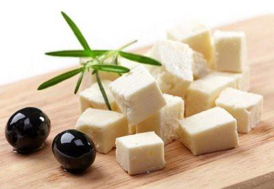 Медики рассказали, кому нельзя есть сыр фета