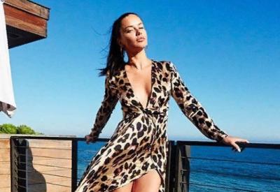 38-летняя Адриана Лима показала себя в спортивном купальнике