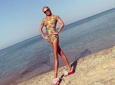 Анастасия Волочкова сделала шпагат на руках у грека