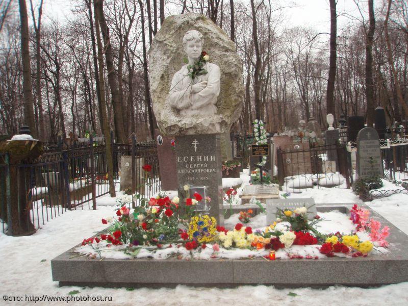 Мистика и бизнес: сколько зарабатывают «черные гиды» на могилах знаменитостей