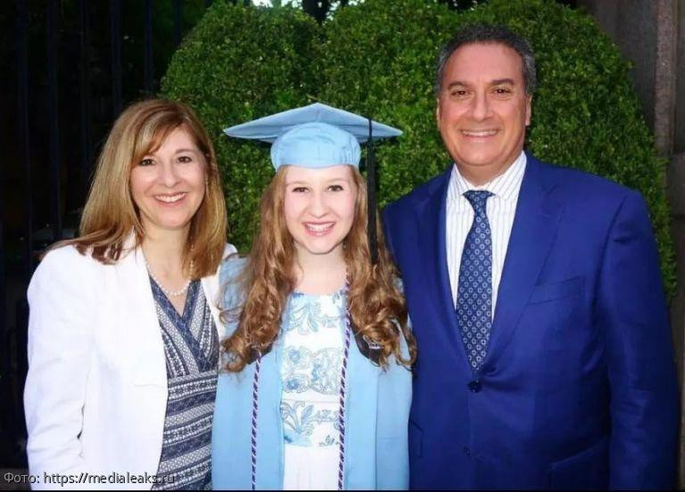 Девушка подарила родителям ДНК-тест, и теперь ее отец хватается за голову из-за врачебной ошибки
