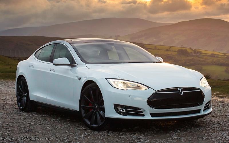 Автопилот Tesla не распознал препятствие, автомобиль попал в ДТП и сгорел
