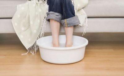 Медики: Простуду могут помочь вылечить обычные носки