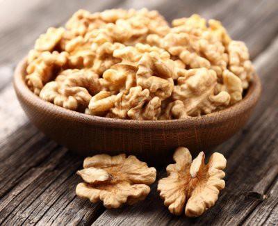 Ученые: Грецкие орехи защитят от язвенного колита и рака