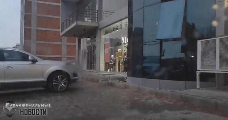В витрине магазина засняли оживший манекен | Любопытное видео | Паранормальные новости