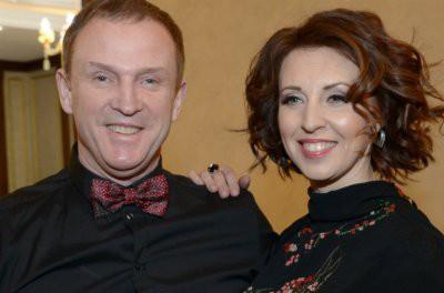 Наталья Сенчукова показала мужские забавы сына и мужа в бассейне