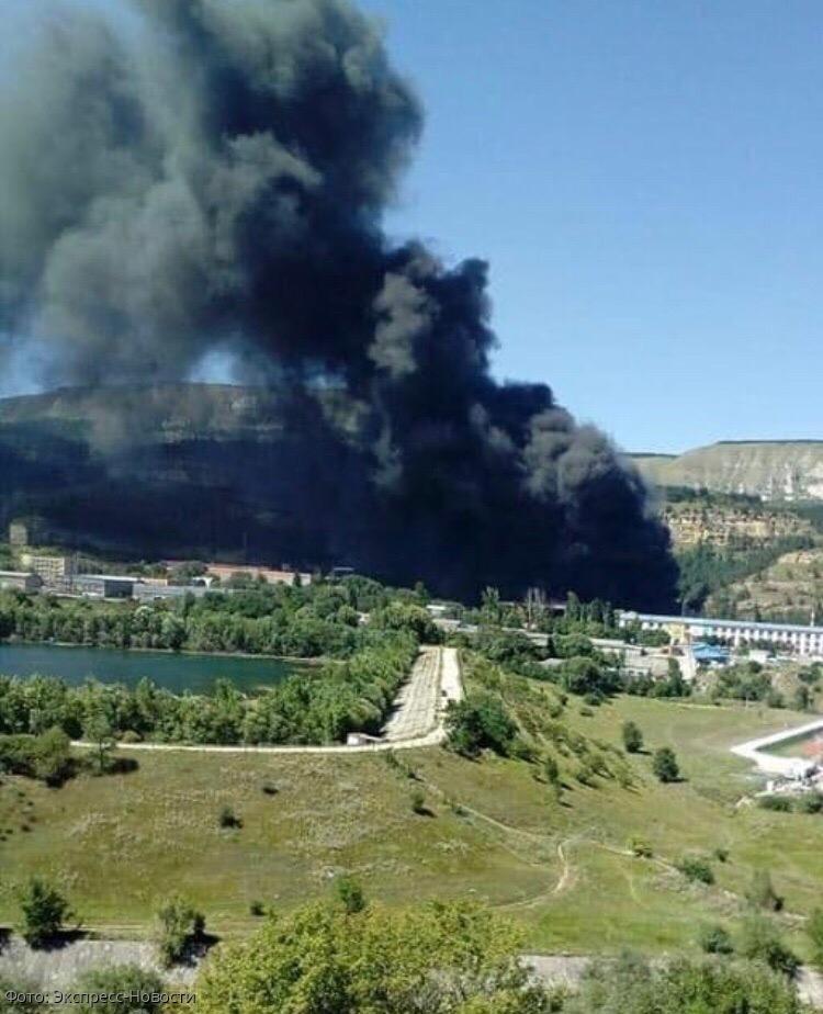 Масштабное возгорание происходит на улице Промышленной в Кисловодске