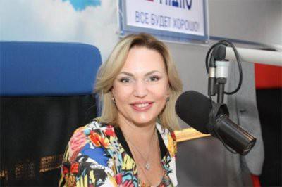 45-летняя Довлатова рассказала, как ей удается после рождения четырех детей выглядеть моложе своих лет