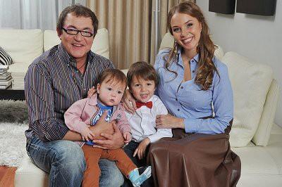 В семье Дмитрия Диброва и его молодой супруги заподозрили разлад
