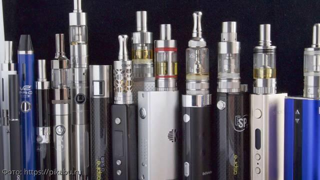 Врачи бьют тревогу: курильщиков электронных сигарет массово госпитализируют с неизвестным заболеванием легких