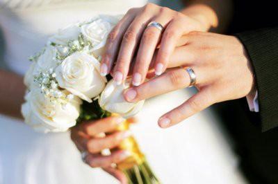 Названы народные приметы, которые помогут девушке быстро выйти замуж