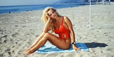 Памела Андерсон спустя 27 лет раскрыла секрет купальника из «Спасателей Малибу»