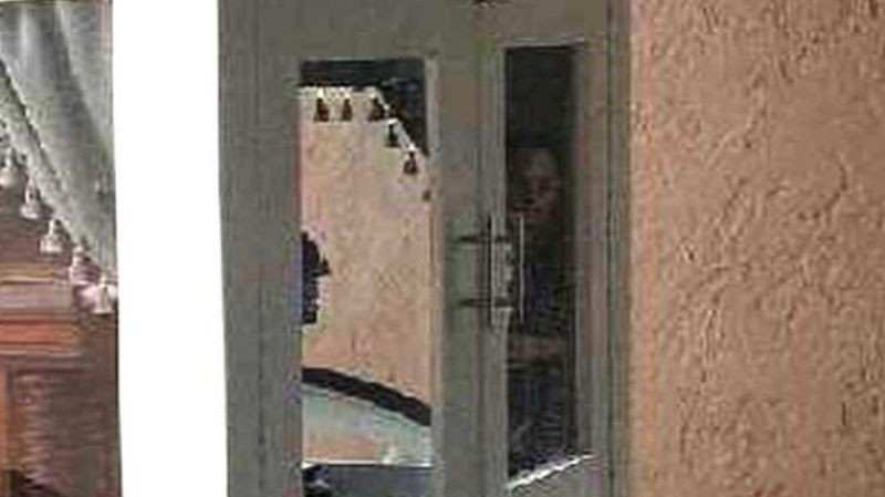 В катафалке возле гроба запечатлели лицо покойницы: опубликовано фото