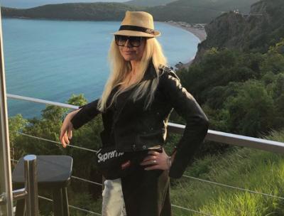 47-летняя звезда «Бедной Насти» Елена Корикова тайно вышла замуж