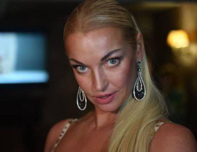Анастасия Волочкова показала еще одно провокационное фото в купели