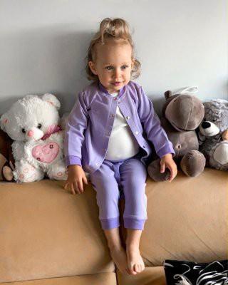 Двухлетняя дочь Риты Дакоты носит вещи мамы