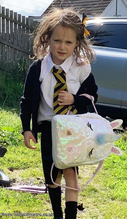 Малышка Люси прославилась в соцсетях после того, как первый раз сходила в школу