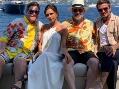 Виктория Бекхэм на яхте весело отдохнула с мужем Элтона Джона (видео)