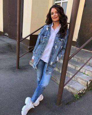 Оксана Федорова выбрала молодежный джинсовый стиль