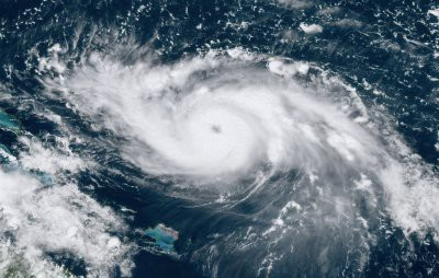 Ураган «Дориан», надвигающейся на Флориду, сняли из космоса (видео)