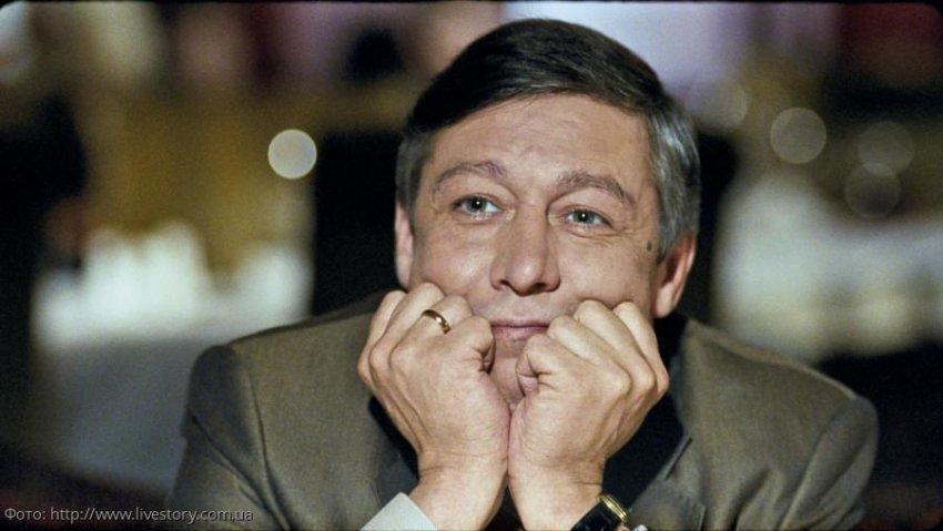 Пьяный Михаил Ефремов «разгонял» ОМОН в центре Москвы