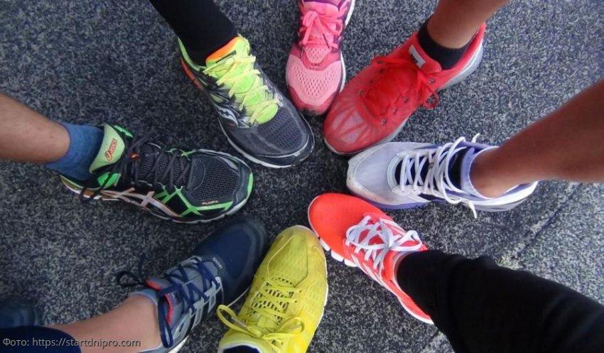 Постоянное ношение кроссовок и кед несет серьезный вред ногам