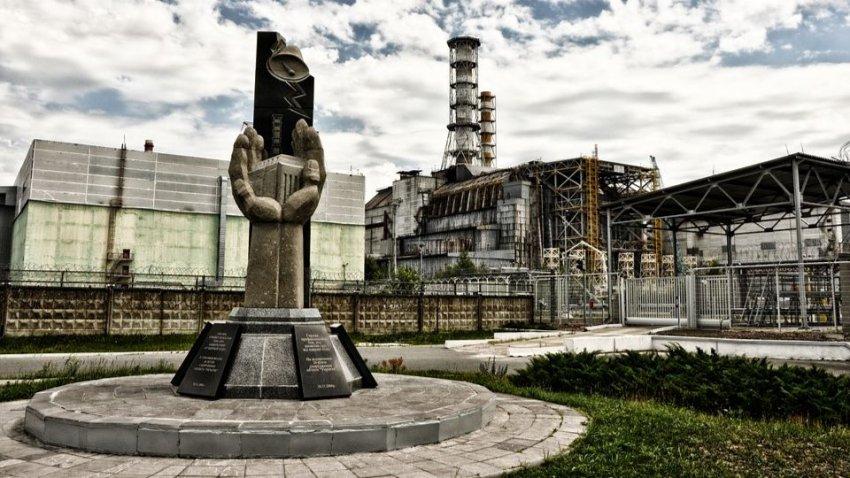 Саркофаг над Чернобыльской АЭС на грани краха: начались работы по его демонтажу