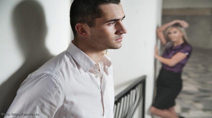 Отец пытался выследить бойфренда дочери, а застукал жену с юным любовником