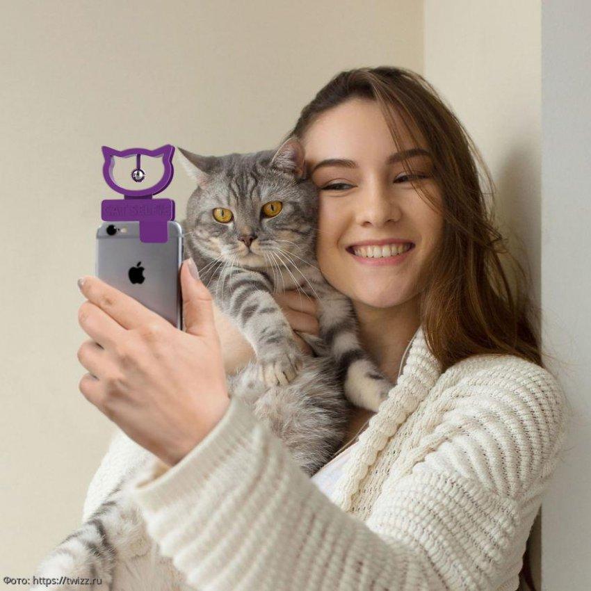 Изобретено устройство для идеального селфи с котом