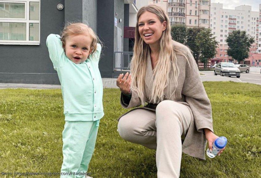 Рита Дакота сломала палец во время игры с дочкой