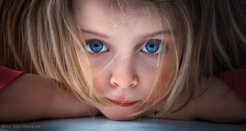 Девочка месяц жила под дверью в подъезде, пока мама устраивала личную жизнь