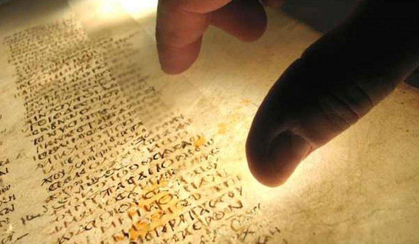 Физики расшифровали невидимые знаки на древнеегипетском папирусе