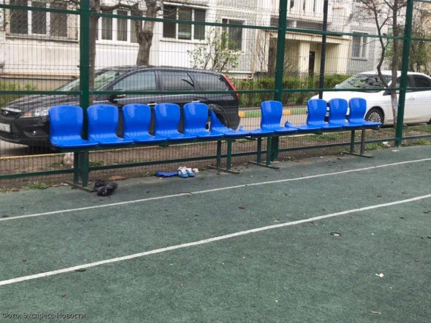 В Кисловодске ремонтируют спортивные площадки, пострадавшие от рук вандалов