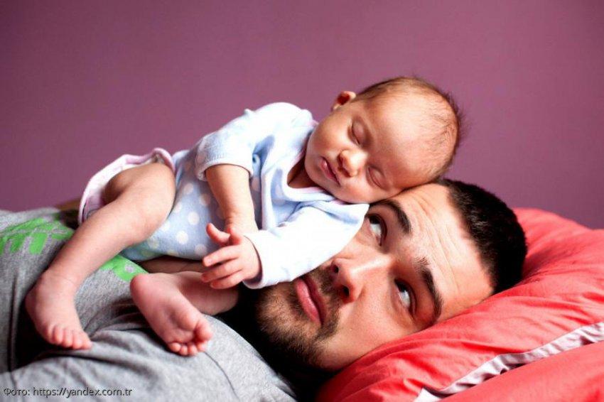 Молодой отец из Австралии показал, как при помощи салфетки уложить ребёнка спать за одну минуту