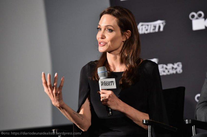 Анджелина Джоли запустила свой видеоблог на YouTube