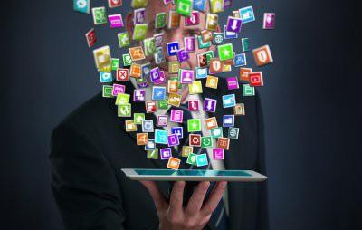 Названы самые полезные приложения для смартфона в России