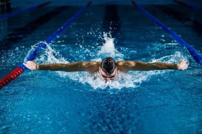 Названы 5 оздоровительных эффектов, которые дает плавание